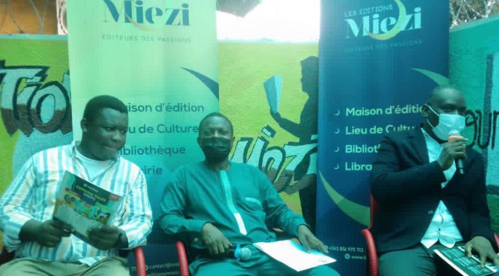 RDC/Culture : en visite à Kinshasa, le secrétaire général de la PAWA Dr Wale Okediran a échangé avec des écrivains du Congo