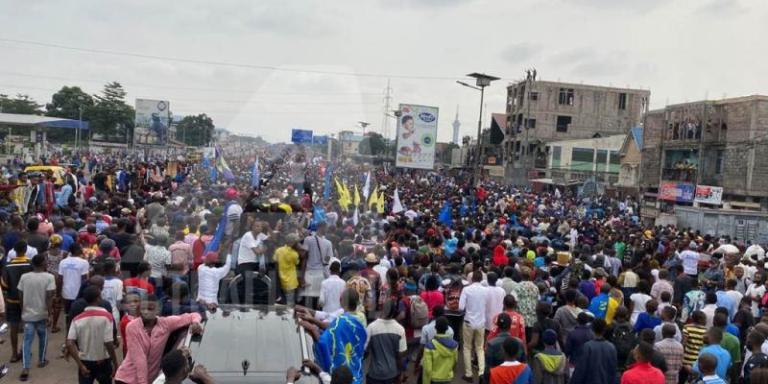 Marche Lamuka : Les manifestants dispersés aux coups de gaz lacrymogène et Adolphe Muzito escorté par la police
