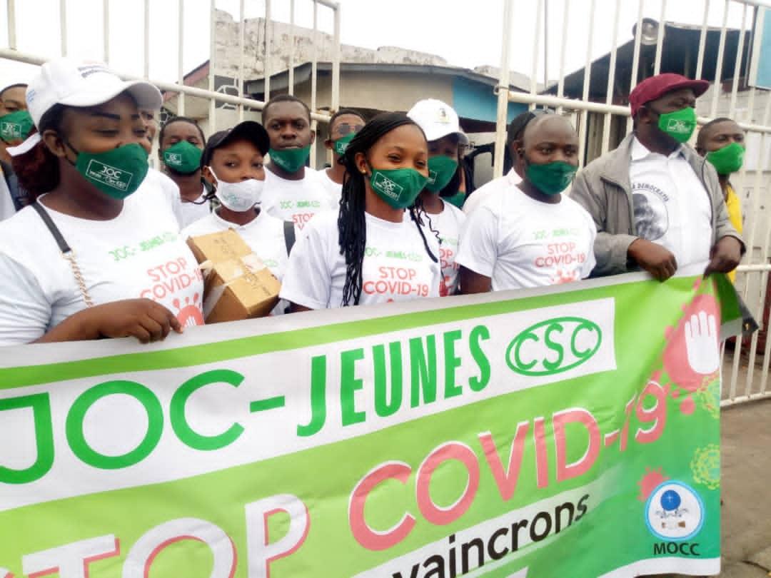 Lutte contre la Covid-19 en RDC : La JOC et La jeunesse de la CSC sensibilisent les motocyclistes de Masina sur le respect des gestes barrières