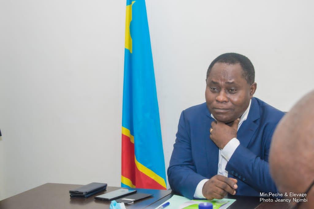 Cybercriminalité : Le Ministre Adrien Bokele Djema promet de traduire ses arnaqueurs devant les juridictions compétentes (Communiqué)