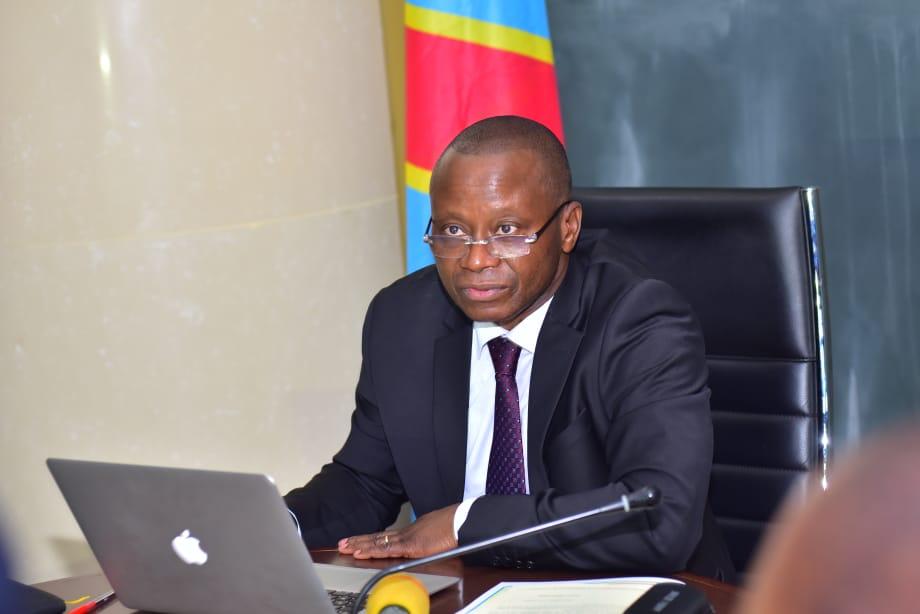 Du nouveau au ministère des Transports : Chérubin Okende annonce pour bientôt un permis de conduire biométrique sécurisé avec puce