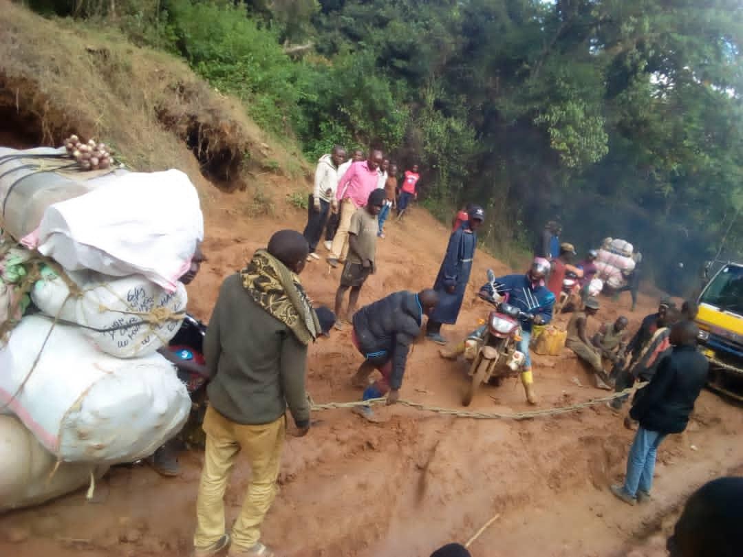 Sud-Kivu : La notabilité de Bunyakiri dénonce le délabrement très avancé de la Rn3 et la multiplicité des barrières