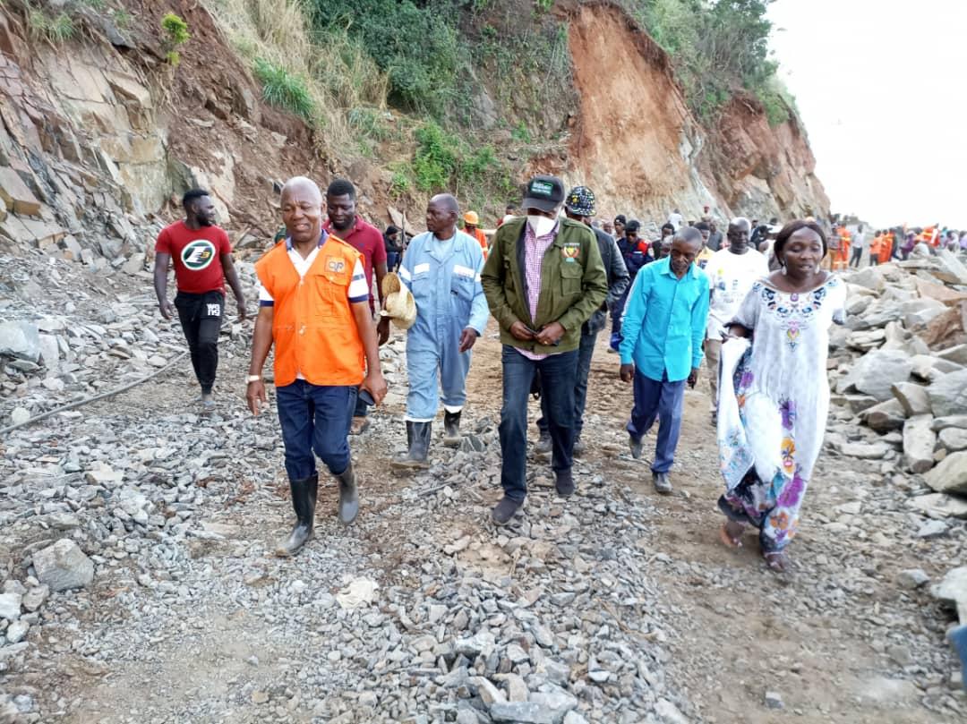 Sud-Kivu : Le vice-gouverneur Marc Malago inspecte les travaux de réhabilitation du traçons Uvira-Baraka sur la RN5