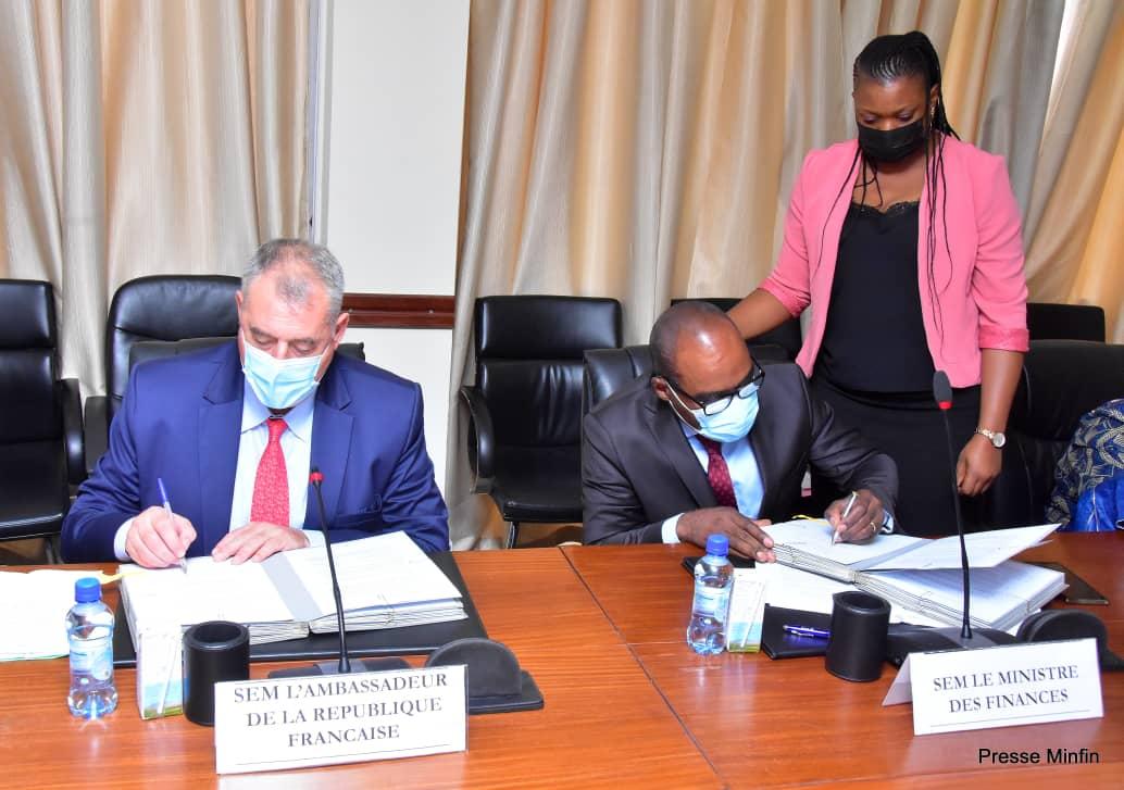 Diplomatie : Nicolas Kazadi et François Pujolas signent une convention de financement d'un montant de 9 millions d'euros pour le renforcement du système de santé de la ville de Goma