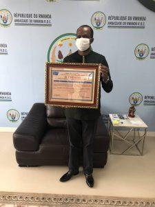 RDC : l'Ambassadeur Vincent Karega reçoit un diplôme d'excellence pour le travail accompli en RDC et au Rwanda