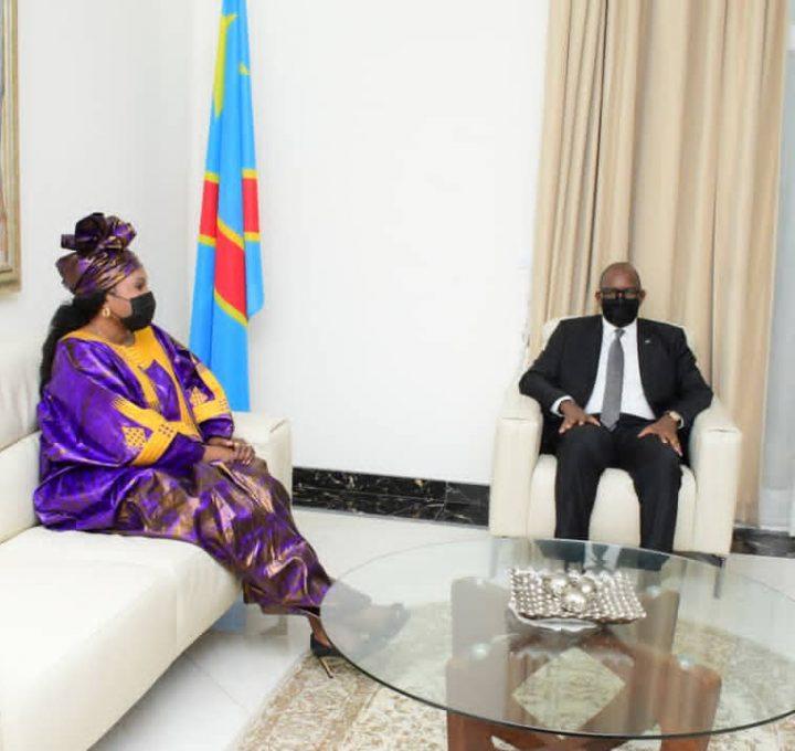 RDC : La gouverneure a.i du Lualaba présente au Premier Ministre Sama Lukonde 340 mille dollars USD et des biens collectés par sa province en faveur des sinistrés de Goma