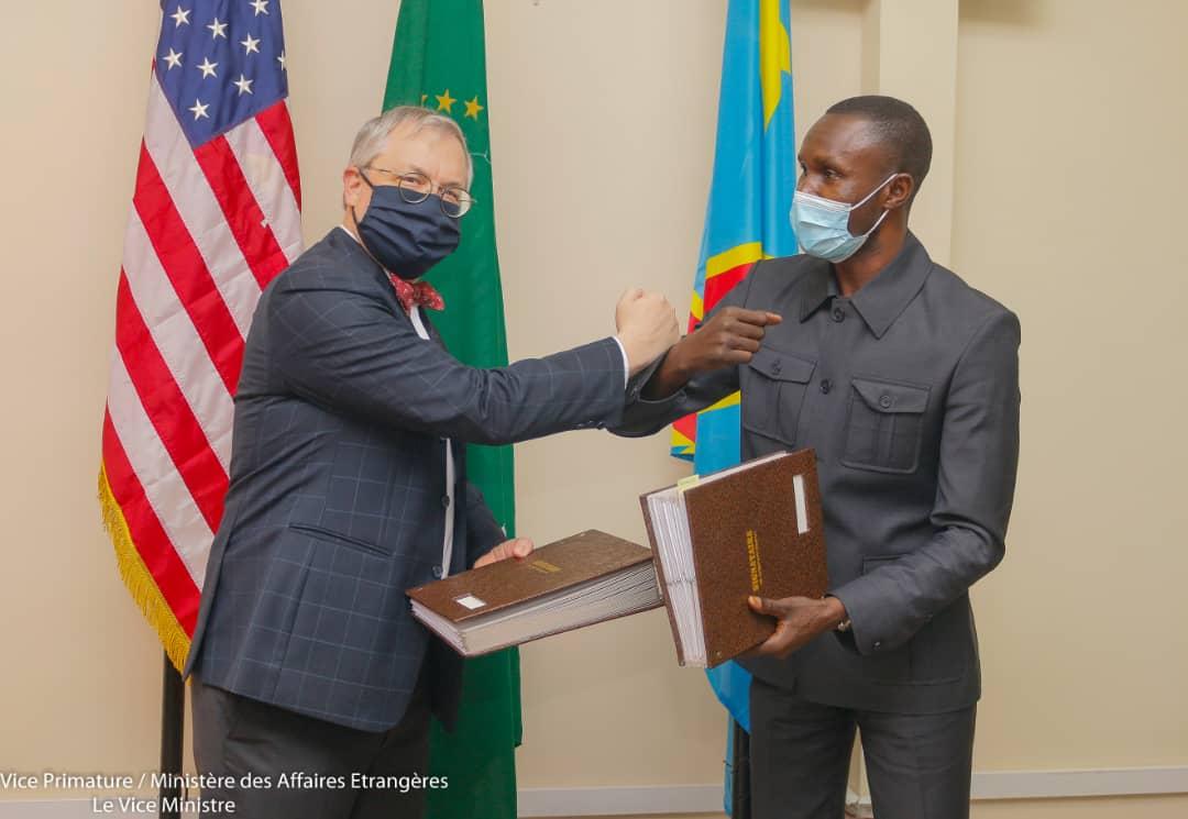 Coopération USA-RDC: Samy Adubango signe un accord fondé sur la nouvelle stratégie de développement du pays estimé à un milliard six cents millions de dollars américains