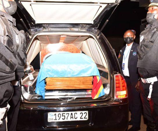 RDC : Le Premier Ministre Jean-Michel Sama Lukonde assiste à l'arrivée de la dépouille mortelle de Gabriel Kyungu wa Kumwanza à l'aéroport de Luano à Lubumbashi