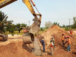 Sud-Kivu : Début des travaux de la pose des buses chez les sœurs sur la RN5 à Kamanyola